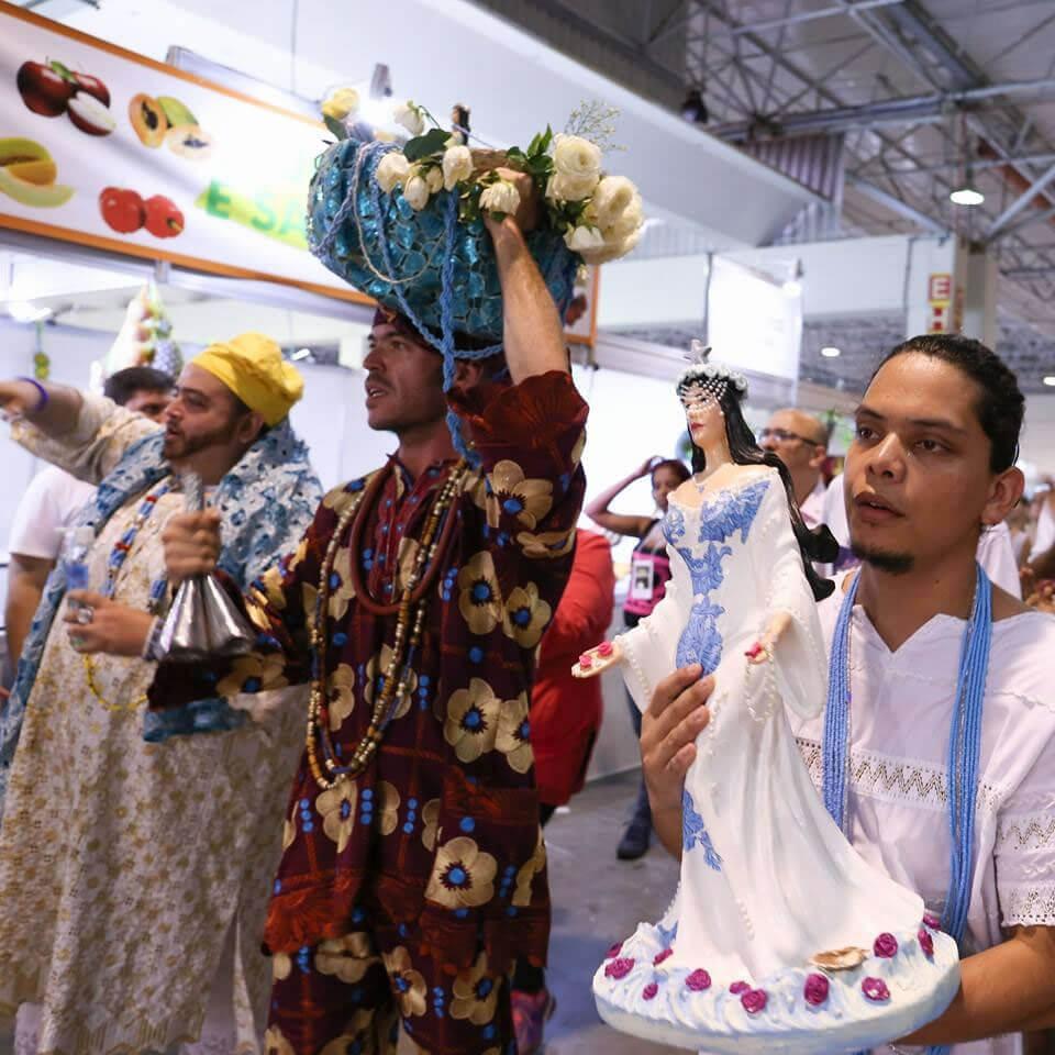 Arole Cultural: Arole Cultural | Salve a Rainha das Ondas, Sereia Negra do Mar! Por esse #2defevereiro, que Iya Ori nos traga paz e sabedoria, felicidade e fartura para o corpo e a...