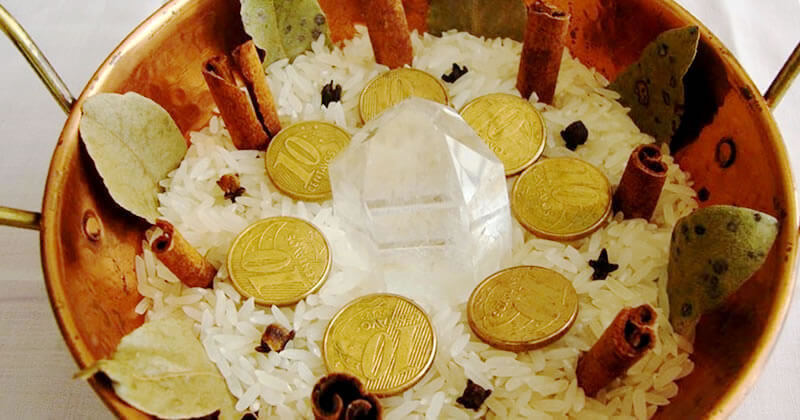 Diego de Oxóssi: Odus de Nascimento e Jogo de Búzios | O fim de ano está chegando e é hora de começar a preparar os rituais de prosperidade para que 2017 seja um ano de riquezas e vitórias! Em homenagem a...